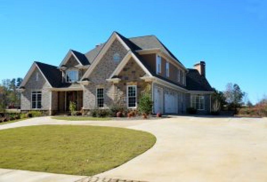 luxury-home-2409518_1920-300×205-1.jpg