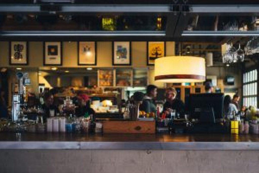 restaurant-690569_1920-300×200-1.jpg
